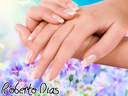 04 Manicures no Roberto Dias Cabeleireiro, de 40,00 por 16,90. Unhas perfeitas por muito mais tempo!