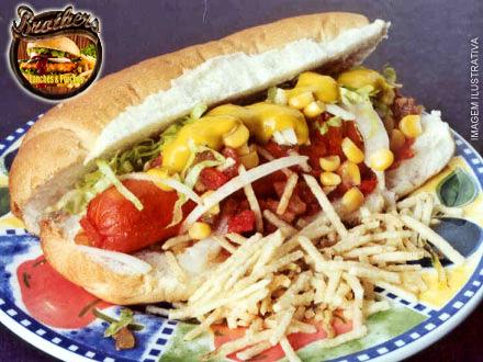 Hot Dog Completo com 9 Ingredientes no Brothers Lanches e Porções, por apenas 3,99.