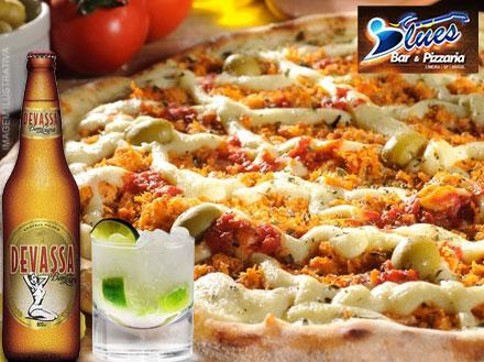 Confraternização de fim de ano é no Blues! 12 Cervejas Devassa + 2 Pizzas + 2 Porções de fritas + 2 Caipirinhas, por 149,00.