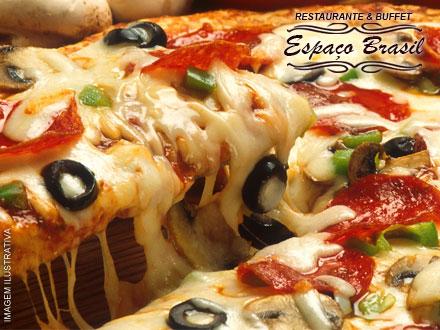 Rodízio de Pizzas (Mais de 20 sabores a escolher entre Salgadas e Doces) no Restaurante & Buffet Espaço Brasil, por 15,90.