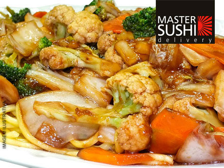 Aprecie em casa essa delícia de gastronomia oriental! Yakisoba Misto para 2 pessoas no Master Sushi Delivery, por apenas 14,99!