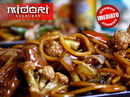Yakissoba de Carne para 2 pessoas no Midori Sushi Bar, por apenas 19,90.