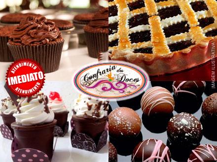 Kit Festa: Torta + 10 Cupcakes + 10 Pirulitos + 10 Copinhos de Chocolate com Mousse + 20 Bombons, por 107,00.