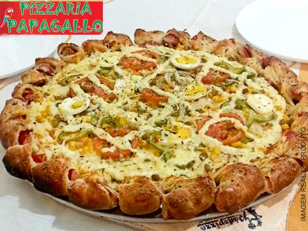 Pizza Grande com Borda de Pãozinho de Salsicha ou Catupiry + Refri 2 Litros + Bônus + Delivery na Pizzaria PapaGallo: 29,90.