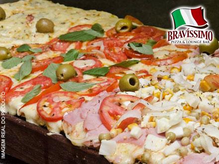 Direto do forno para a sua mesa! Pizza 1/4 de Metro na Pizzaria Bravíssimo! Mais de 30 Sabores Tradicionais, por apenas 21,90.
