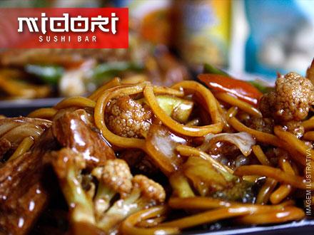 Yakissoba de Carne para 2 pessoas no Midori Sushi Bar, por apenas 19,90. Atendimento imediato!