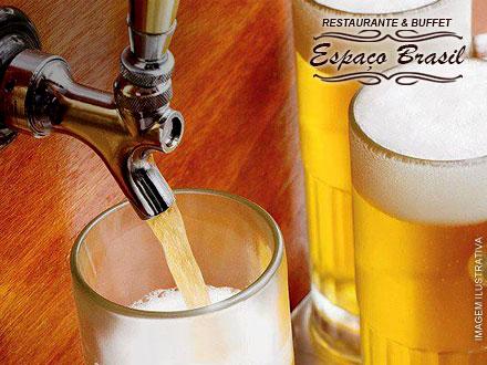 Bem geladinho e cremoso! 5 Chopps de 300 ml no Restaurante & Buffet Espaço Brasil, por apenas 14,99.