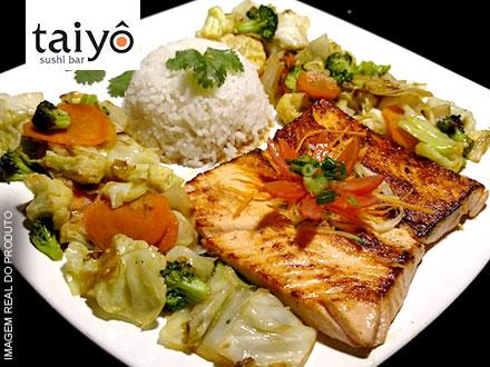 Teppan Yaki de Salmão ou de Filé + Entrada + Acompanhamentos no Taiyô Sushi Bar: 32,70. Serve 2 pessoas. Atendimento imediato!