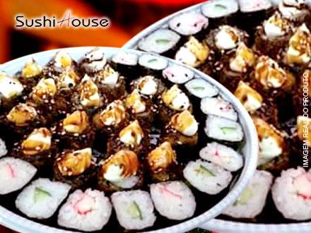 Papai Noel já chegou no Sushi House!! 2 Combos de 30 Peças (60 Peças no Total) por apenas 21,99. Serve até 5 pessoas!