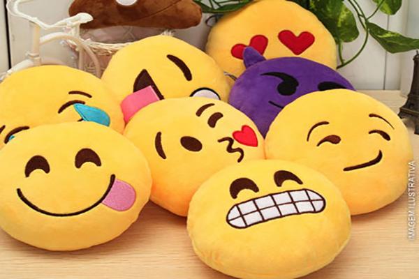 Almofada de Pelúcia Emoji, a partir de 21,90. Frete Grátis para todo o Brasil!