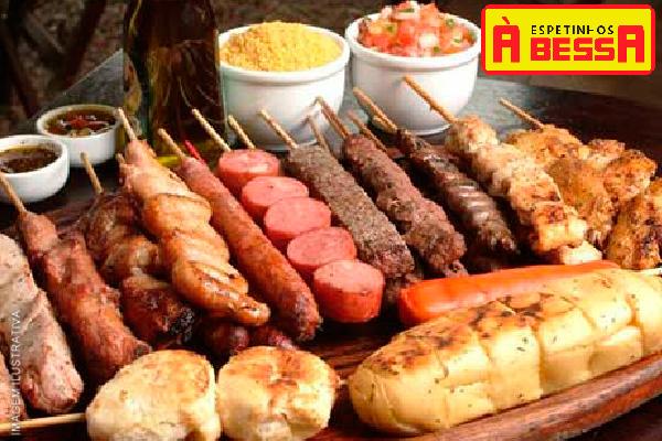 Espetinhos à Bessa oferece: Combo com 4 Espetinhos (Alcatra, Filé de Frango, Linguiça de Pernil, Pão de Alho): 7,79.